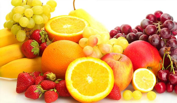 Ăn trái cây có chứa nhiều vitamin C để phòng tránh biến chứng của quai bị